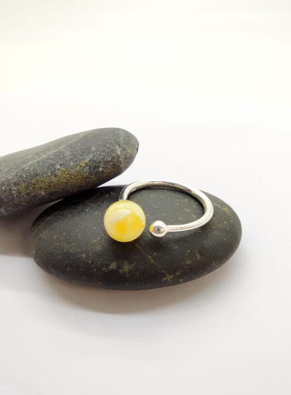 """Natūralaus Baltijos gintaro žiedas """"Gelsvas Apvaliukas"""""""